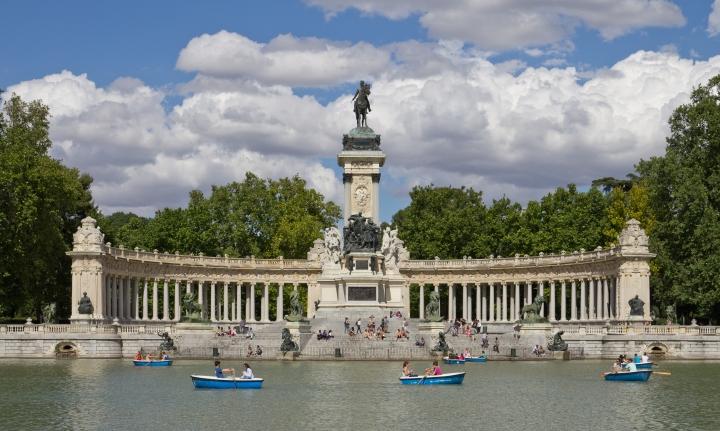Monumento_a_Alfonso_XII_de_España_en_los_Jardines_del_Retiro_-_04.jpg